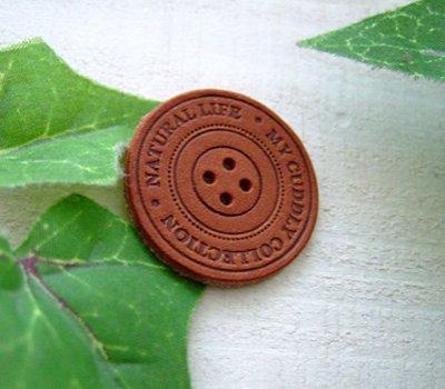 画像1: 【卸・受注生産】[Φ30mm]革・ボタン型タグ(チョコ茶)700枚