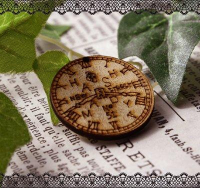 画像1: 木製のチャーム(時計)